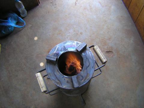 Jiko Bomba, blue flame showing gasification